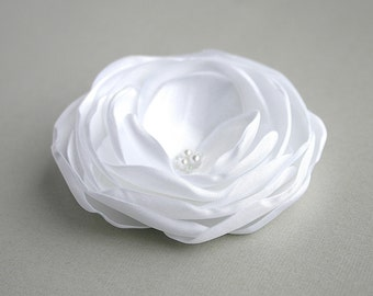 White Flower Hair Clip, Flower Head Piece, White Floral Hair Piece, Bridal Hair Accessory, Flower Hairpiece, White Headpiece, Wedding Hair