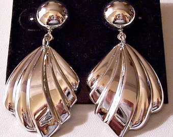 Ribbed Fan Dangles Pierced Stud Earrings Silver Tone Vintage Extra Long Round Top Domed Bead Raised Bevel Layers