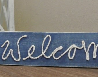 Welcome sign with starfish and rope
