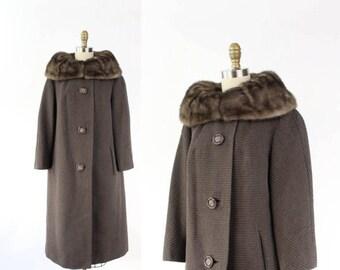 VINTAGE 1960s Taupe Coat Fur Collar