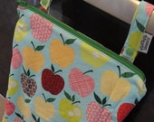 Hanging Kitchen Wet Bag with Convertible Straps in Juicy Apples