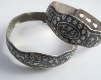 Antique Pair of Silver and Niello Balkan Bangles with Adjustable Size from Sketcha or Isketche, Xanthi