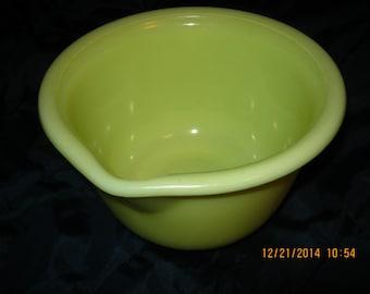 "1950 Custard Yellow Glass Hamilton Beach Bowl w/ Spout 7"" x 4 1/2"" Mint Condition"