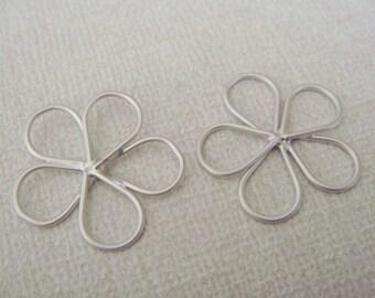 Matte Silver Tarnish Resistant Wire Flower Connectors, 2 pc, U69613L