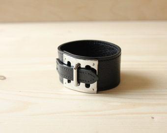 BK Three Level Buckle Metal Ornament Leather Bracelet(Black)
