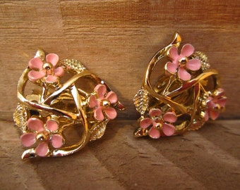 Vintage Gold and pink Earrings, Clip on , 1950s, gold earrings, pink flowers, floral earrings, enamel flowers, enamel earrings,
