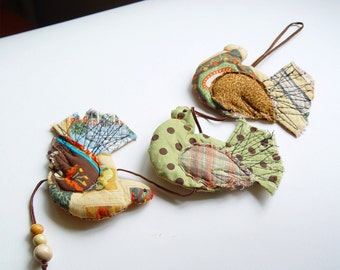Three French Hens Home Decor, Textile Ornaments, hanging hens, 3 Prosperity Hens, kitchen decor, colorful hens, folk art ornaments, cute hen