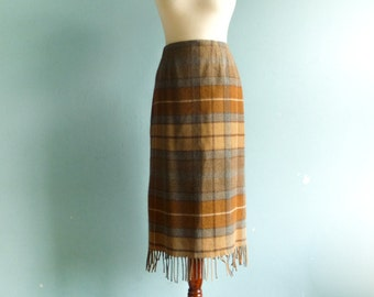 Vintage checkered skirt plaid / brown beige grey / pencil fitted / high waisted / with fringe / midi / medium
