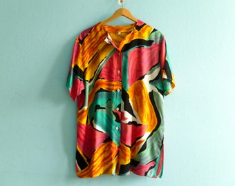 Vintage ladies shirt blouse tunic / multicolor abstract graphic / buttoned up down / short sleeves / slouchy / medium