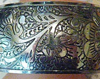 Vintage Embossed Silver Bangle Bracelet - BRAC-153 - Silver Bracelet