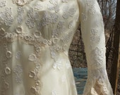 Glorious vintage wedding dress lace appliques poet sleeves exceoptiona; style fairy celtic midevil dress