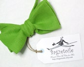 Mens Bowtie - Linen Bow Tie, bright green / self tie - adjustable to collar size 14 to 18.5 inches - just bowties for men by Bagzetoile