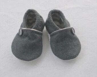 Baby shoes / Gray Wool Felt