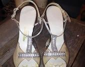 Glamorous 1950's Lucite & Rhinestone Starburst Pumps Silver Metallic Straps - Hollywood Starlet Glamour Pin Up Burlesque Marilyn Monroe