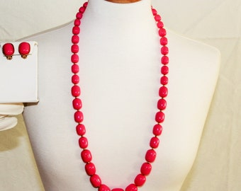 1950s hot pink chunky necklace & earrings long length / retro matching set mid century / large glass beads / clip-ons