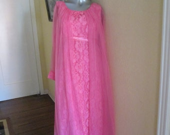 Vintage Women Large Hot Pink Lace Gown Attached Sheer Cape / 50s Hostess Gown