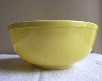 Early Pyrex large yellow green nesting mixing bowl
