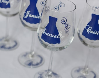Bridesmaid gift idea wine glass, Includes name and title. Navy and white wedding theme or your colors.  Maid of honor gift, Bridesmaids gift