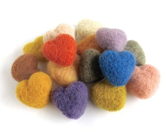16 plant dyed felt hearts, organic wool, natural wool, needlefelted, white, vanilla, yellow, orange, red, brown, green, blue, lilac, violet