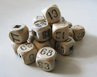 19 Vintage Cubes with numbers