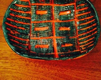 Ceramic italy red and green bowl