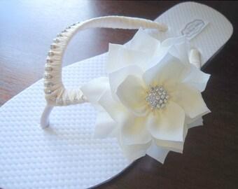 Bridal Flip Flops. Ivory Wedding flip flops, flip flosp wedding, Bridal flats, wedding sandals, bridal sandals, Ivory flats, mdw-0005