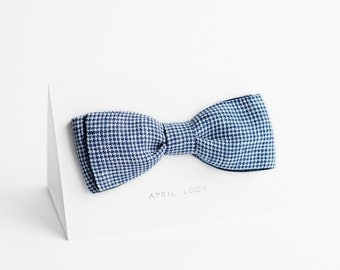 Casual bow tie double sided in blue and white