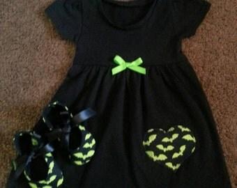 Batty baby dress and crib shoes set