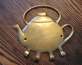Vintage Brass Teapot Tea Pot Shaped Wall Hook Hanger 4 Hooks Keys Towels Utensils