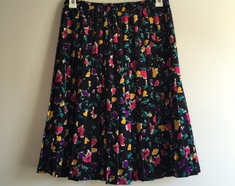 SALE Vintage 80's Tea Length Skirt / Knife Pleat Black Floral Skirt L