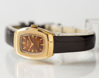 Rectangular woman's watch Cardinal, rare lady's wristwatch for export, shockproof watch burgundy face, leather strap new