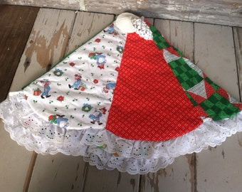 Vintage Raggedy Ann + Andy Christmas Tree Skirt - Mid Century Hand Made Holiday Decor, Retro Kitsch Tree Skirt, Tree Trimming Linens