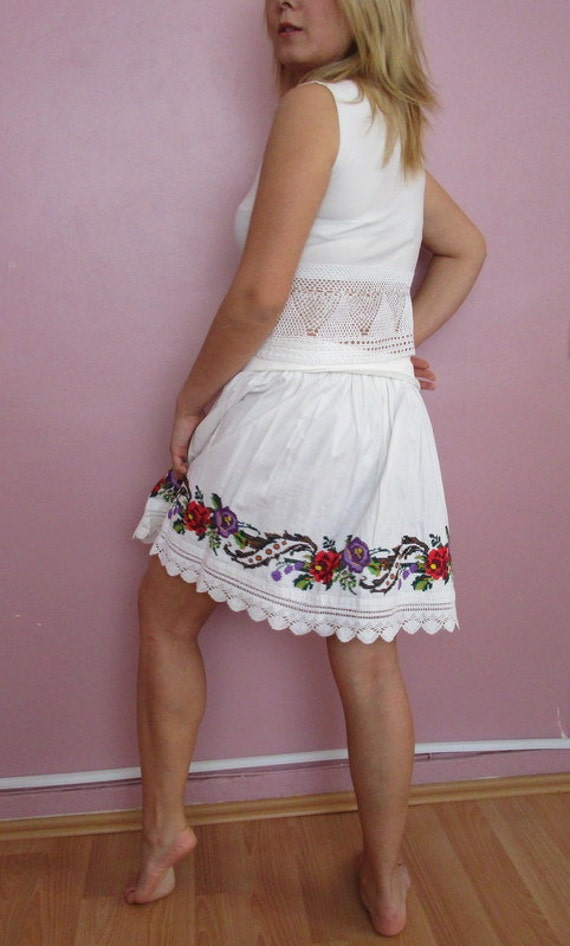 White Skirt/100 cotton/80s White Hand-embroidered Skirt/Knee Skirt-1980 Skirt/Cotton  Skirt/Handmade Skirt.