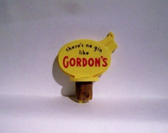 Gordons Gin Alcohol Drink Pourer Spout Yellow Red Vintage Advertising Barware