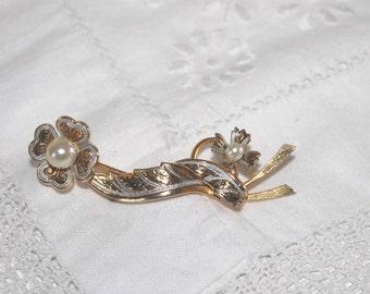 Vintage faux pearl flower ribbon brooch. Damascene brooch