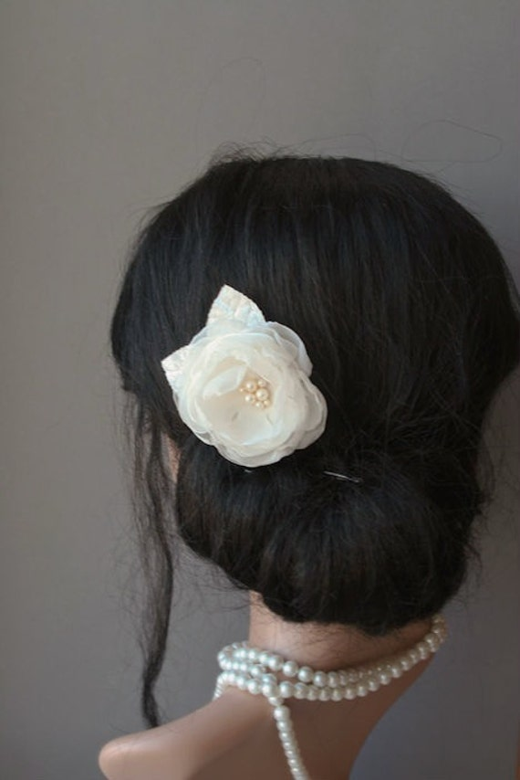 Small Ivory Wedding Hair Flower Hair Clip, Bridal Headpiece, Ivory Flower Hair Fascinator, Bridal Flower, Pearls, Delicate, Flower Girl