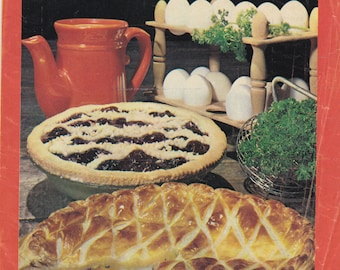 Womens Weekly Sweet and Savory Pies  Vintage - Mag Insert Cook Book, Recipe Book 1970s