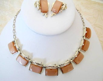 Tan Lucite Necklace Set - Thermoset Gold Tone Links - 50's Choker