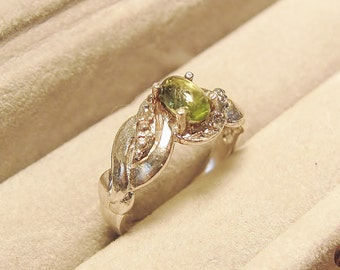 Lovely and Delicate Sterling Silver  Ring with Apple Green Natural Peridot - sz. 6
