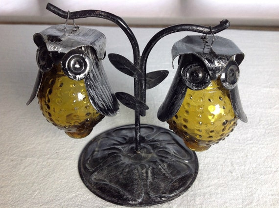 Vintage glass owl salt and pepper shakers by interestingtymz - Salt and pepper shaker display case ...