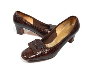 vintage 1960s brown reptile heels / Thos Cort Ltd. / pilgrim buckle shoes / animal print / women's vintage heels / size 6.5