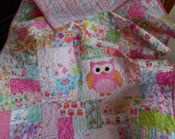 Scrappy owl baby quilt, toddler girls quilt: Ready to ship