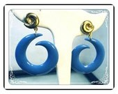 "Blue Clip-on Earrings - Abstract Blue ""Laugh-In"" 1960's Blue Commas Plastic Clip on Earrings - Pop Art  E333a-030813010"