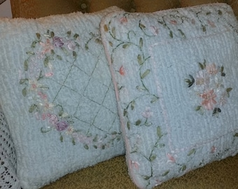 Chenillevintage Set of Vintage Decorative Pillows Pink White Floral