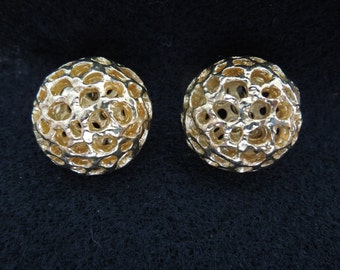 Vintage Sarah Coventry Earrings, Clip On Type, Gold Toned, Excellent Condition, Signed