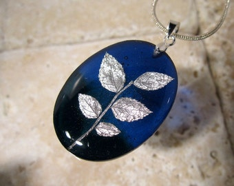 Red Huckleberry (Vaccinium parvifolium) Leaf Oval Resin Necklace, woodland jewellery, plant jewelry, nature, purple, resin, Vancouver, blue