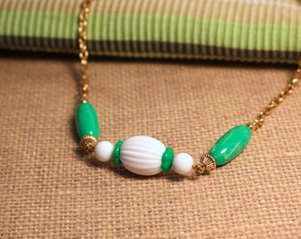 Avon Come Summer green and white beaded necklace vintage 1975