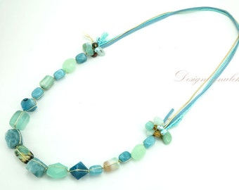 Long necklace turquoise.