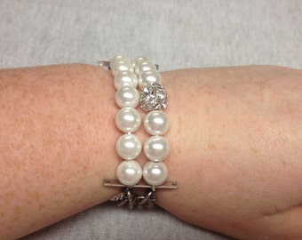 Vintage Silvertone and White Plastic Pearl Beaded Stretch Bracelet