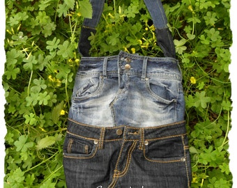 Jeans bag recycled. With inside pocket, black satin lining and zipper fastening.